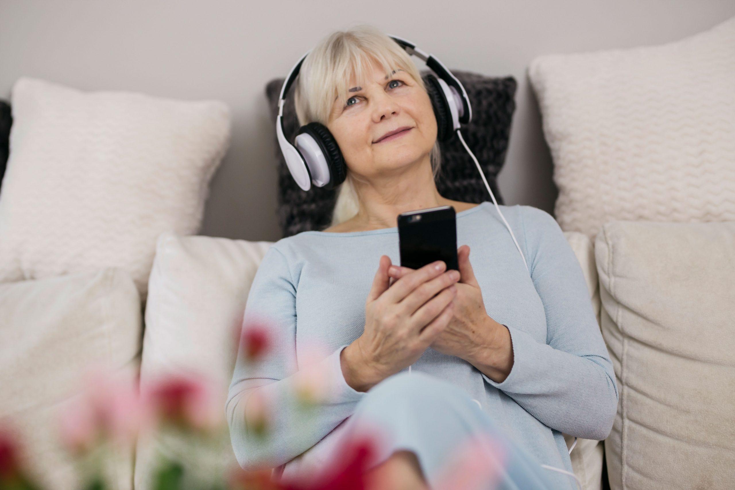 Fones de ouvido causam surdez ou perda auditiva?